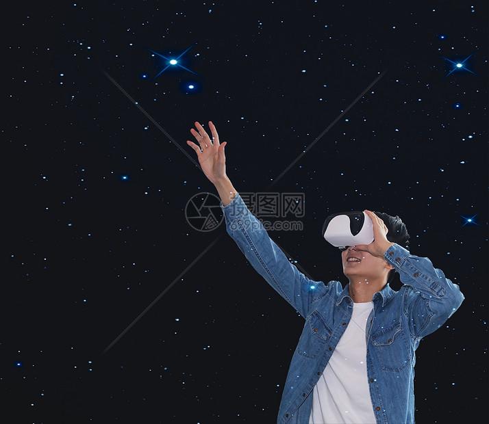 戴上VR眼镜看到的情况图片