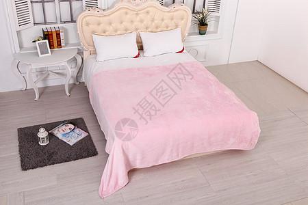 卧室床和毛毯图片