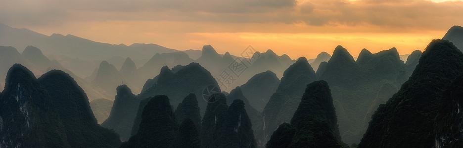 日落起伏山脉图片