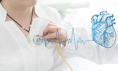 医生检查心脏图片