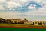 蓝天下的体育场图片