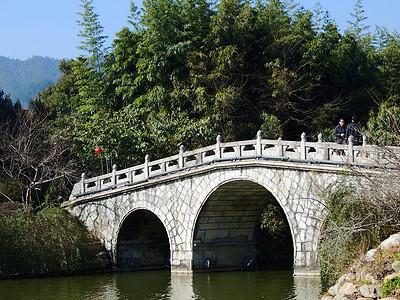 井冈山石拱桥图片