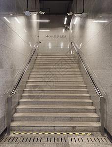 地铁设施楼梯图片