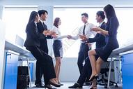 商务团队合作握手鼓掌图片