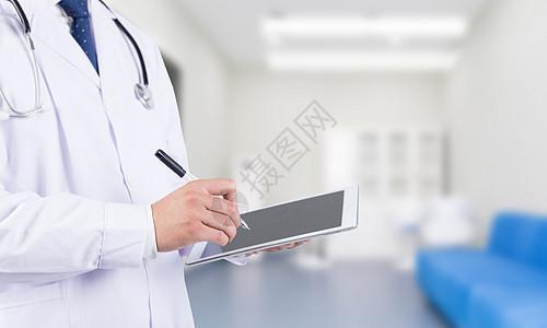 医生正在做记录图片