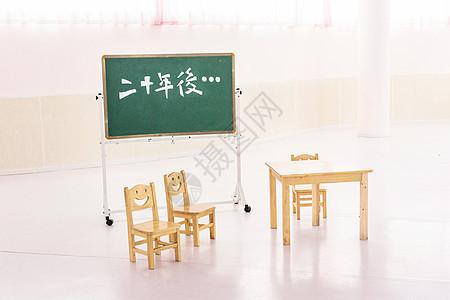 教室里的桌椅图片