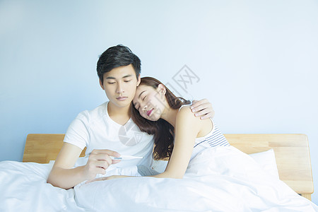 情侣在床上量体温图片
