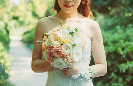 手持捧花的新娘图片