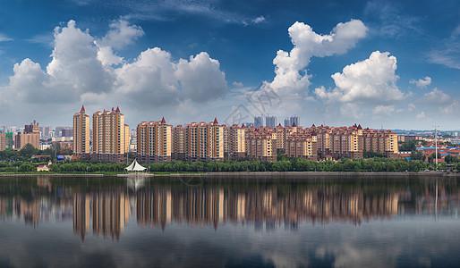 蓝天碧水宜居城市图片