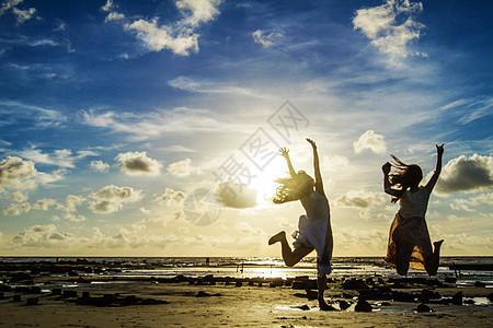 涠洲岛海边人物图片