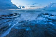 涠洲岛海边礁石图片