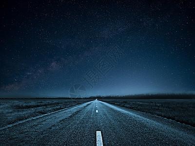 星空下的高速公路图片