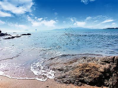 假日海滩礁石高清图片