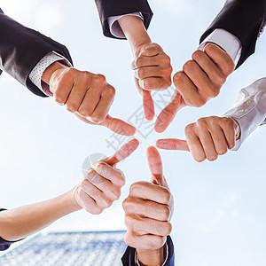 商务团队举大拇指特写图片