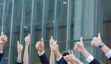 商务团队合作共赢点赞图片