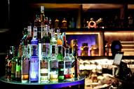 酒吧洋酒酒瓶船图片