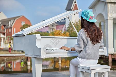 孩子弹钢琴图片 孩子弹钢琴素材 孩子弹钢琴高清图片 摄图网图片下载