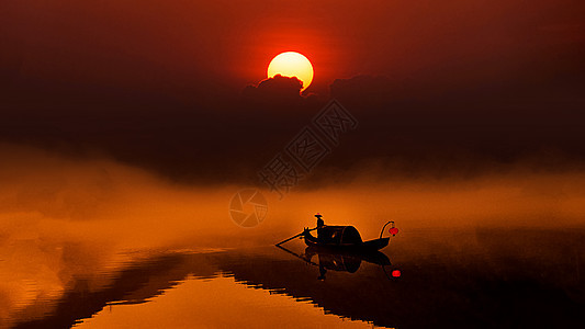 黄昏下的小东江雾气图片