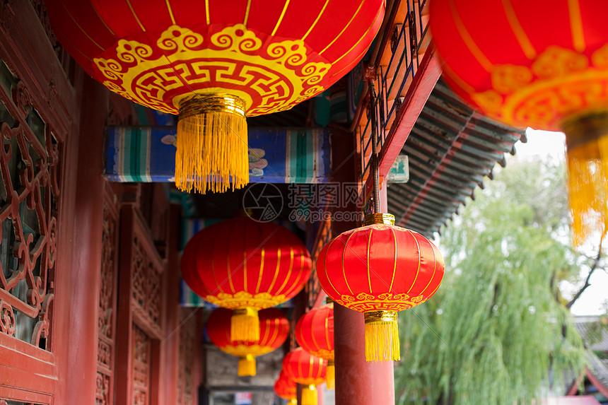 春节过年挂灯笼图片