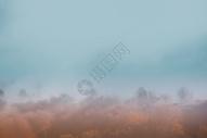 内蒙古坝上草原晨雾图片