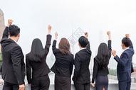 商务团队外滩欢呼狂欢图片