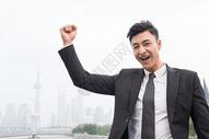 成功商务男士欢呼动作图片