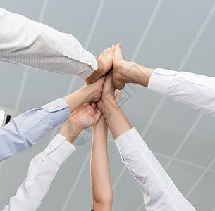 商务团队击掌鼓舞士气图片