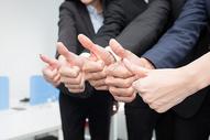 商务团队一起竖大拇指图片