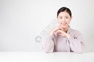 自信的休闲商务女性500715401图片