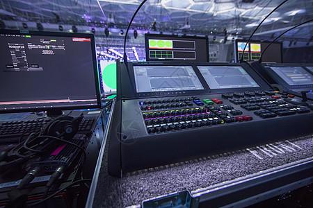 舞台后台电脑操作台图片