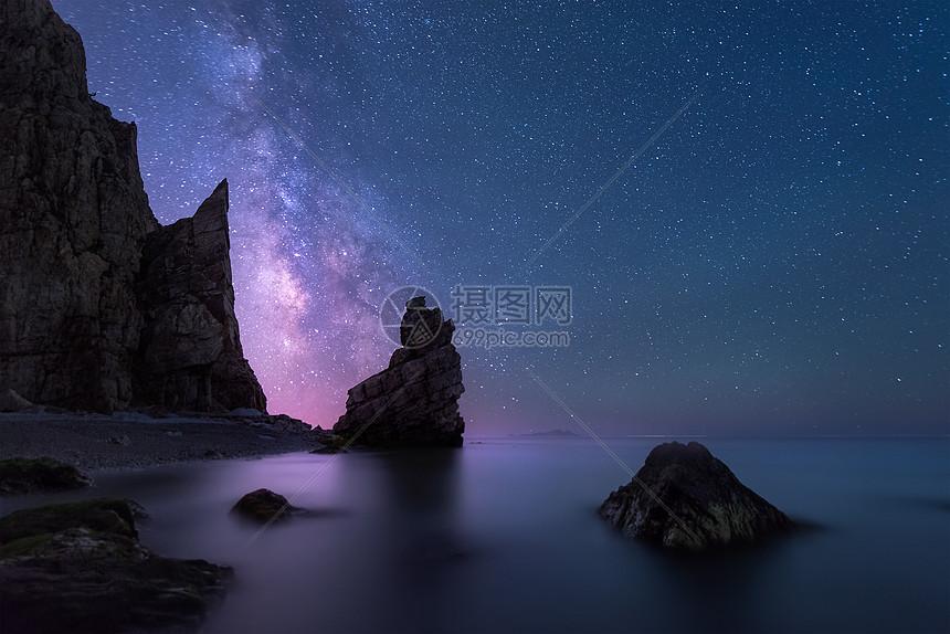 星轨银河夜景图片