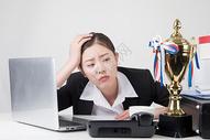 压力巨大的商务女性图片