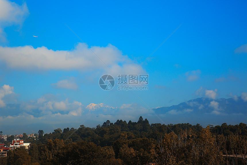 喜马拉雅山脉的天空图片