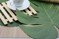 树叶形状装饰餐布图片