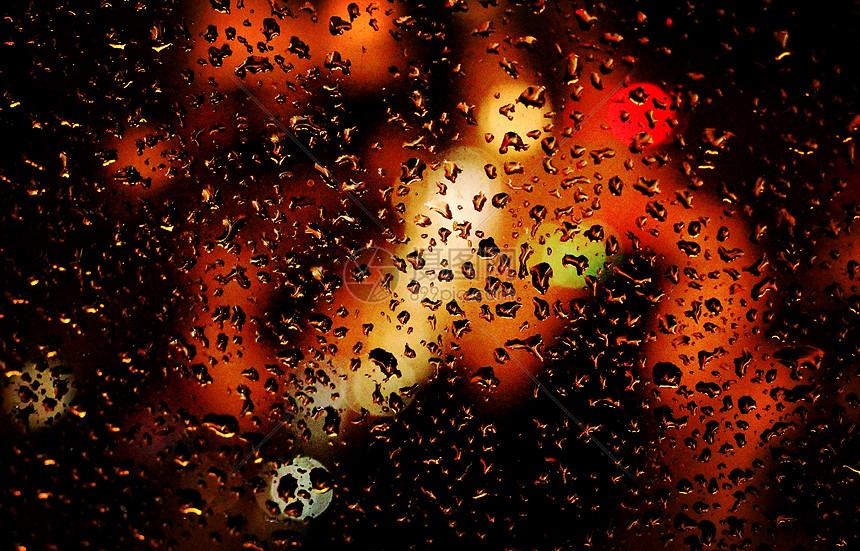 窗外的雨图片