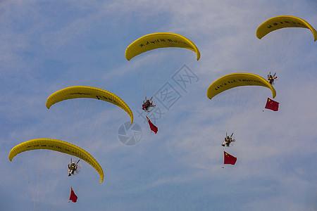 动力滑翔伞表演图图片