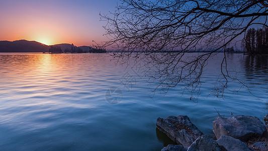 武汉东湖晚霞的湖面图片