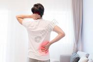 腰痛的男性图片