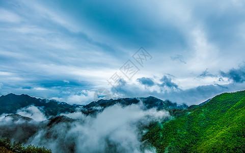 壮观的山峰云海图片
