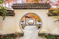 江南古建筑园门门洞图片