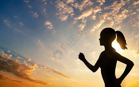 日落女孩运动跑步图片
