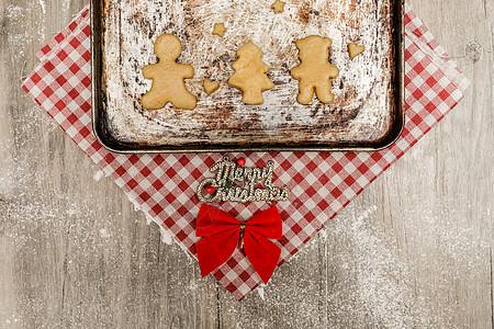 烤盘里的节日饼干图片