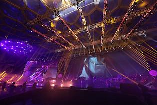 年会晚会的舞台现场灯光图片