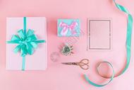 礼物和鲜花图片