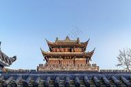 午后的都江堰宣化门古城楼图片