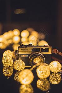 灯光里的照相机图片