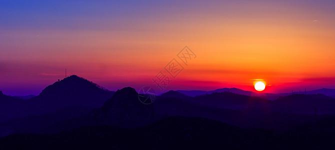日落下的山峦群山图片