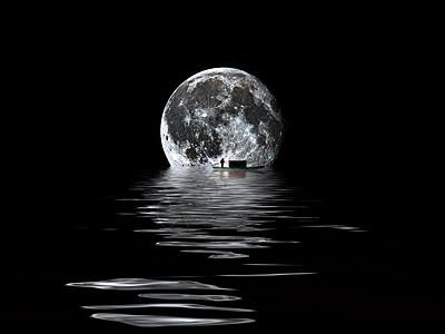 月亮下的倒影素材图片