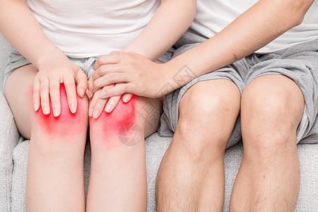 膝盖疼痛的女性图片
