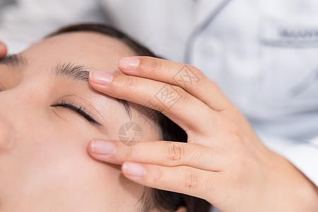 美容SPA眼部护理图片